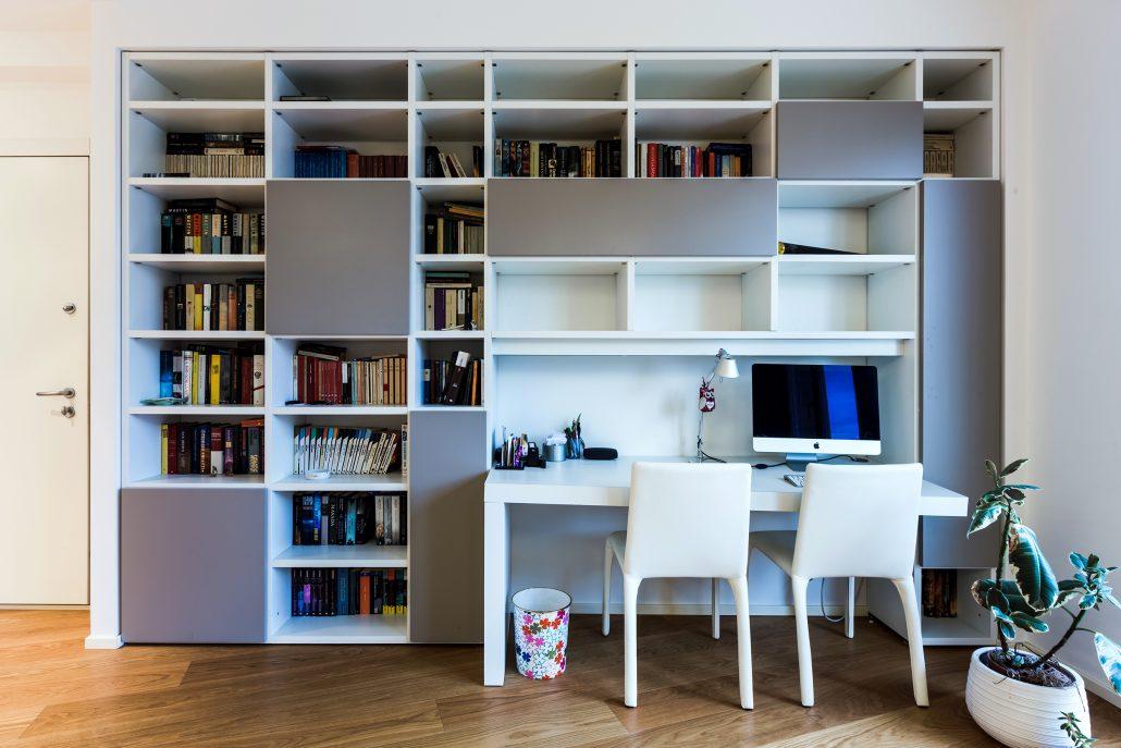 composizione libreria con scrivania