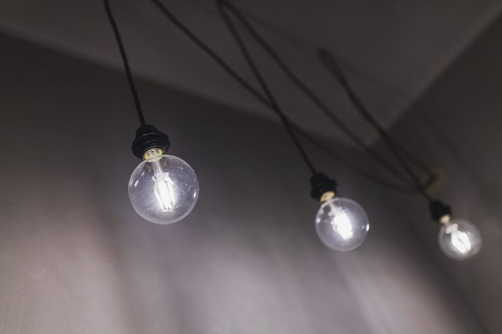 lampade con cavi a vista stile industrial