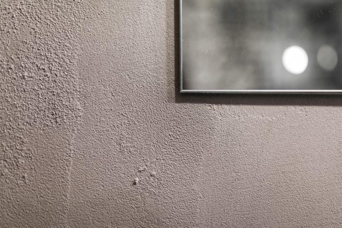parete grezza stile industriale