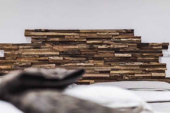 rivestimento effetto legno testiera letto