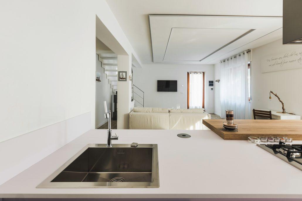 piano cucina moderno a penisola
