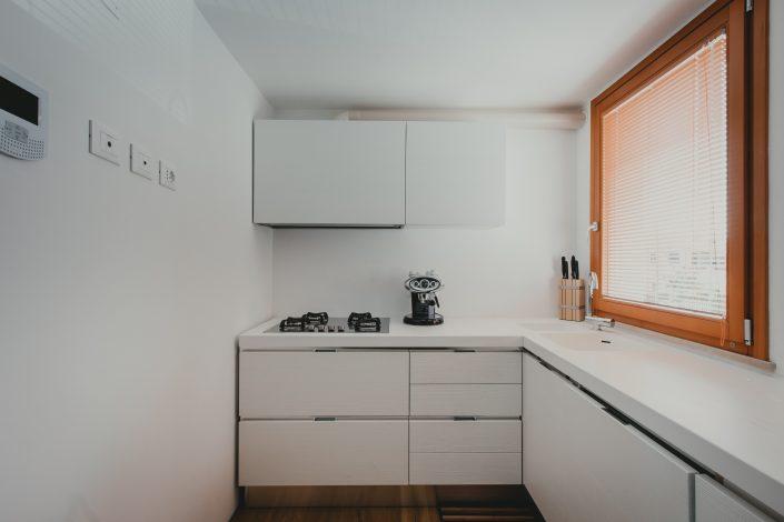 disposizione piccola cucina angolare
