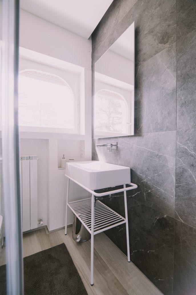 mobile bagno in metallo