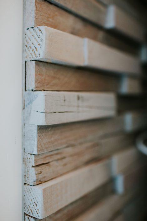 rivestimento parete legno grezzo