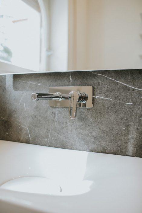 rubinetto a parete lavandino bagno