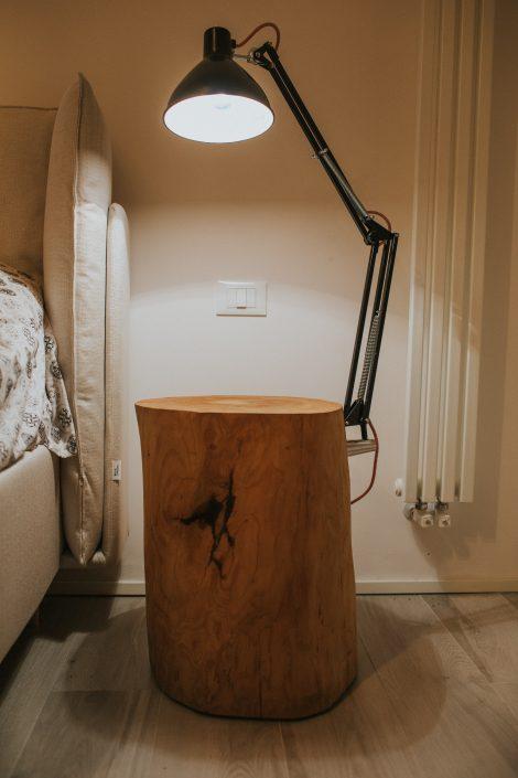 comodino design legno grezzo