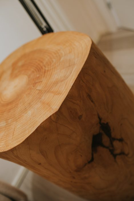 comodino tronco legno