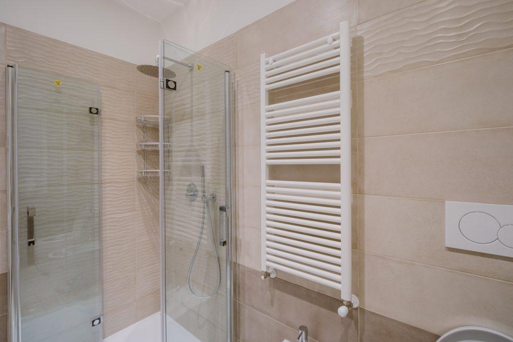 scaldasalviette elettrico parete bagno