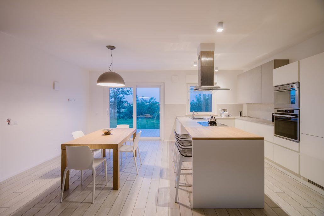 illuminare cucina spaziosa
