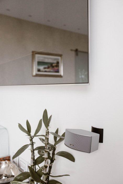 cornice specchio per tv