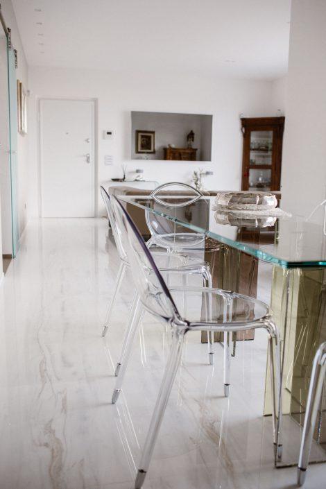 tavolo e sedie trasparenti design