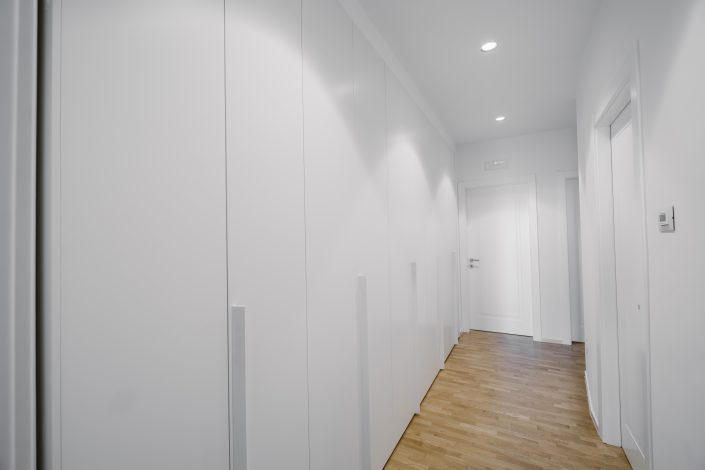 composizione armadi parete intera
