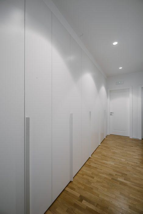 armadiatura ad ante parete intera