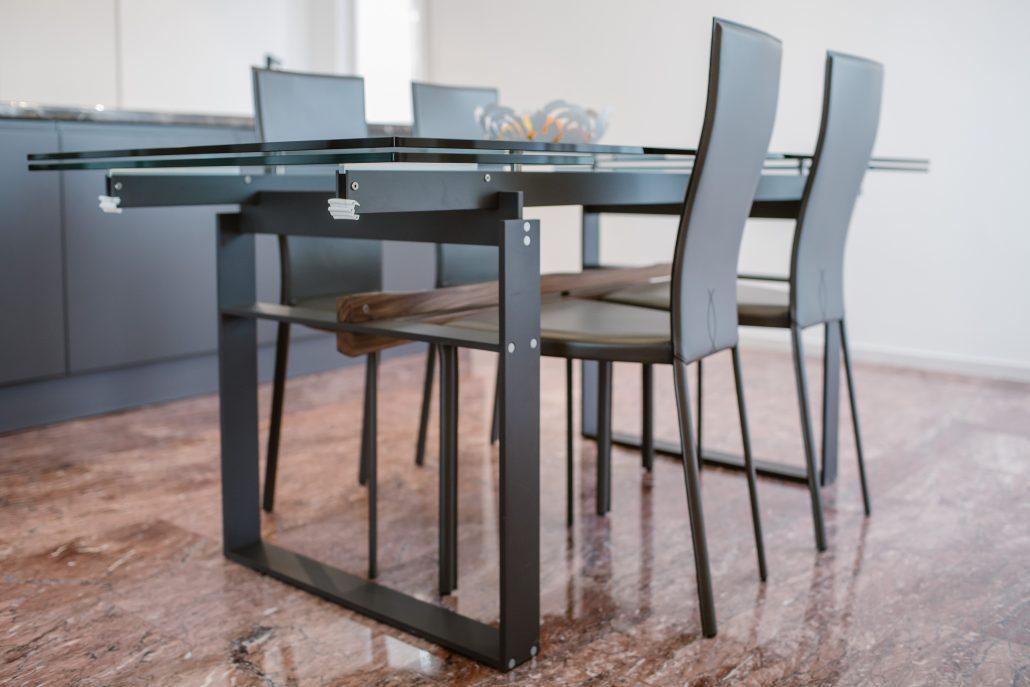 tavolo design metallo e vetro