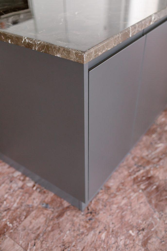 rivestimenti cucina marmo rosso