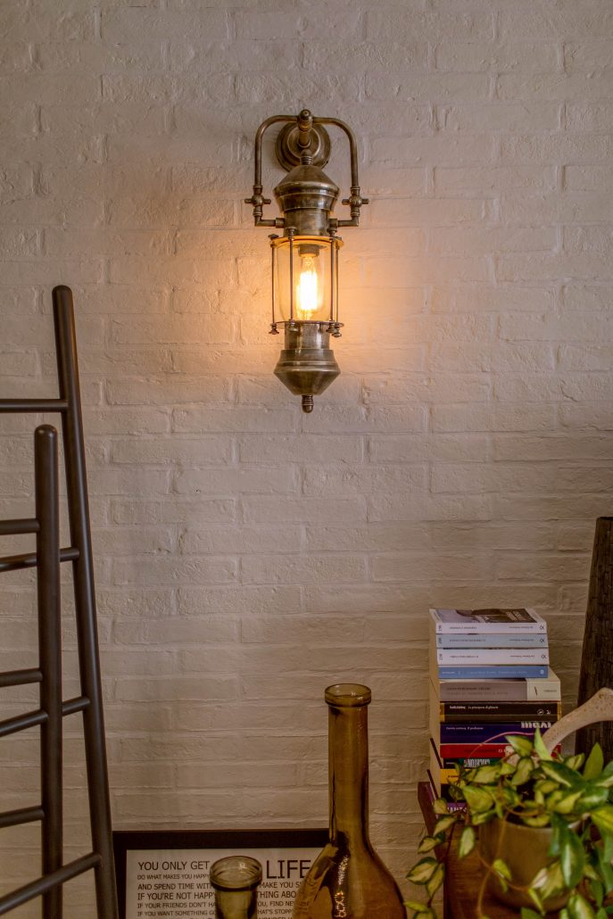 lampada a parete stile industrial