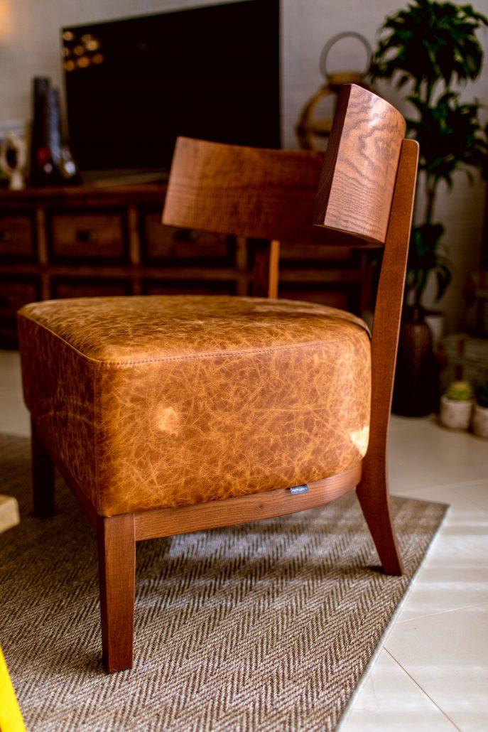 poltroncina vintage pelle legno