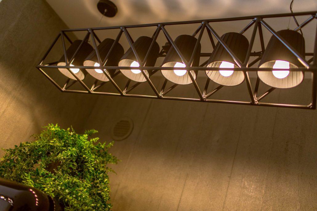 lampadario nero stile industriale