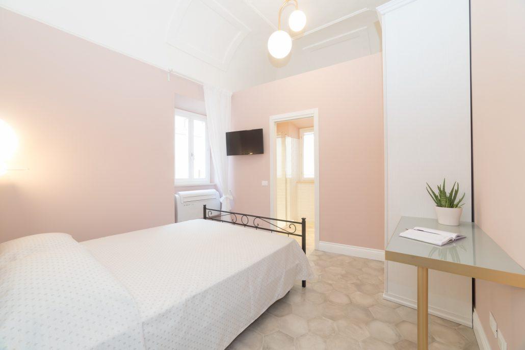 camera da letto rosa cipria