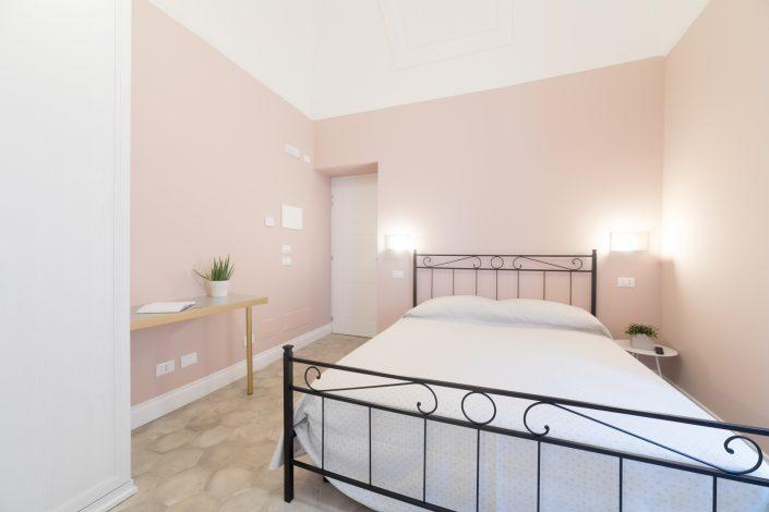 pareti rosa cipria camera da letto