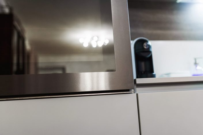 dettagli acciaio cucina moderna