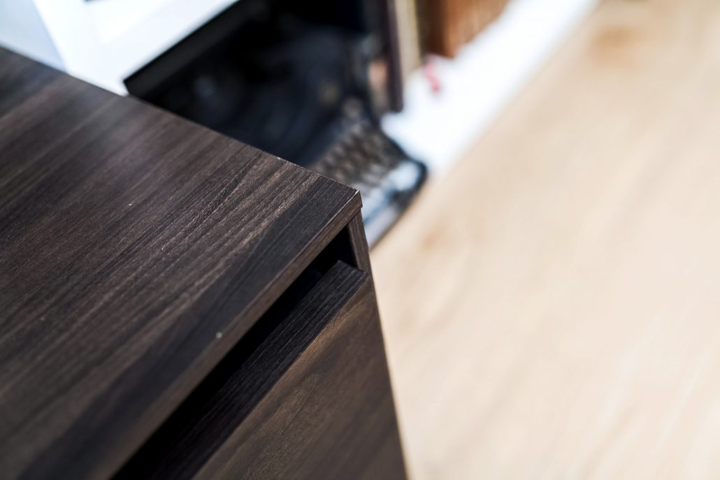 mobile tv legno scuro