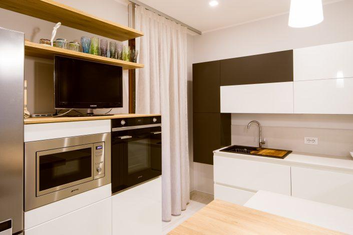 composizione pensili cucina bianco e nero