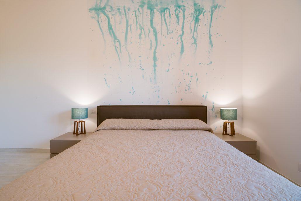 decorare parete letto matrimoniale