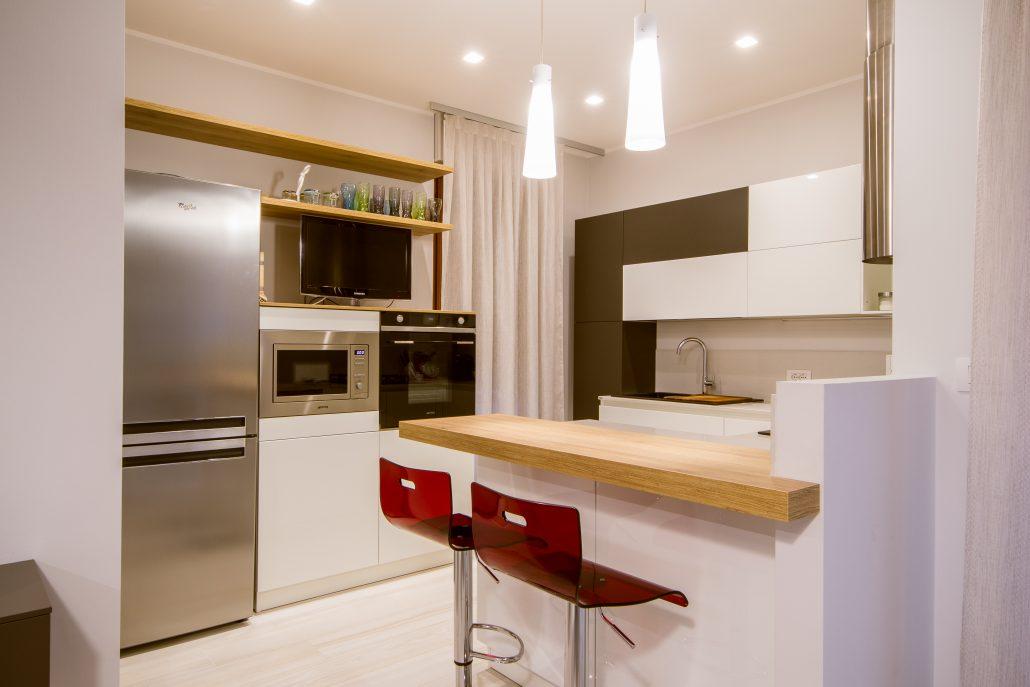 disposizione cucina con bancone