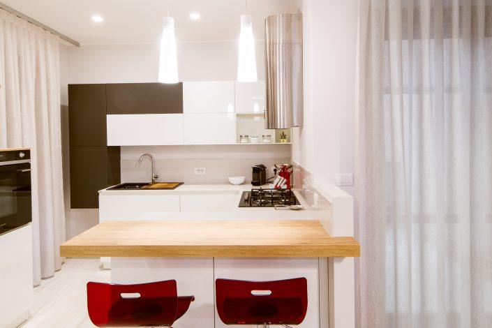 disposizione mobili angolo cucina