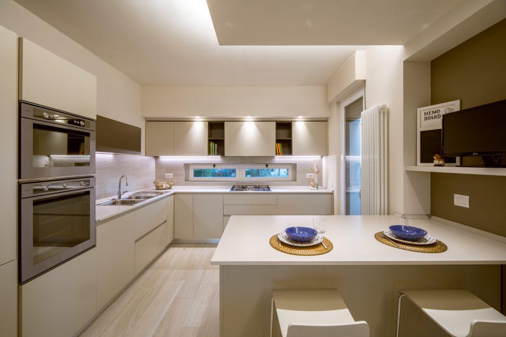 penisola cucina con sgabelli