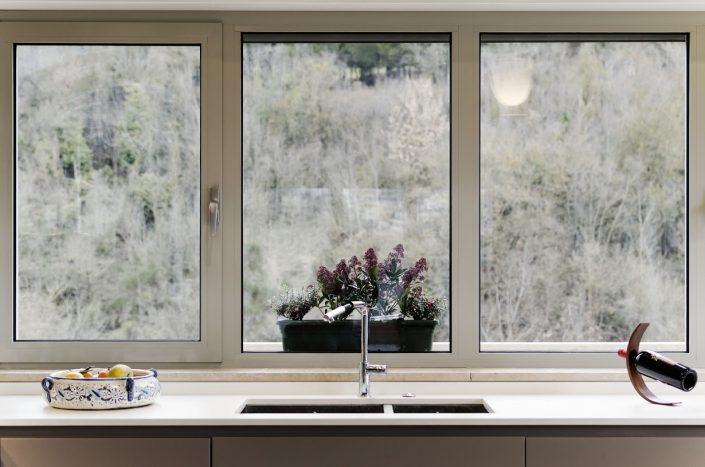 piano cucina sotto finestra