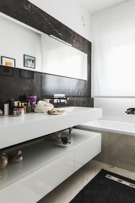 rivestimenti moderni bagno marmo