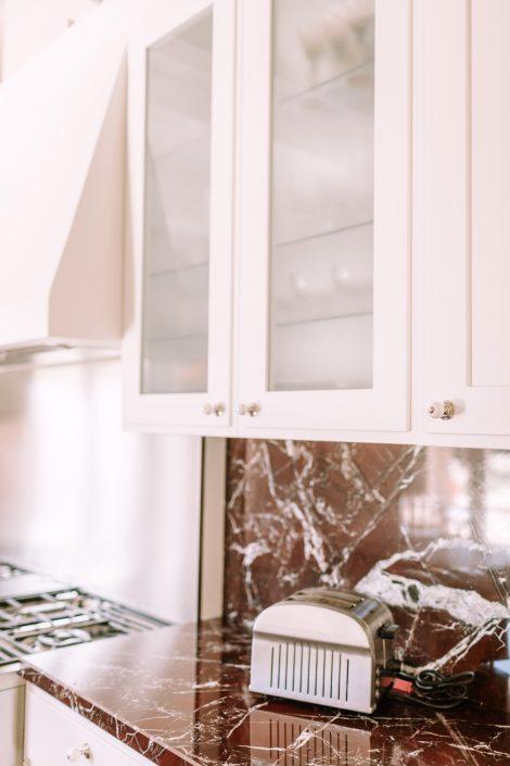 arredo cucina legno e marmo