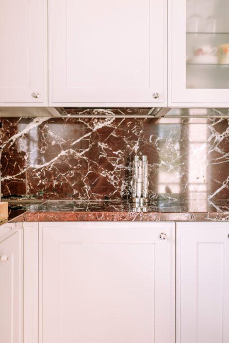 paraschizzi cucina marmo rosso
