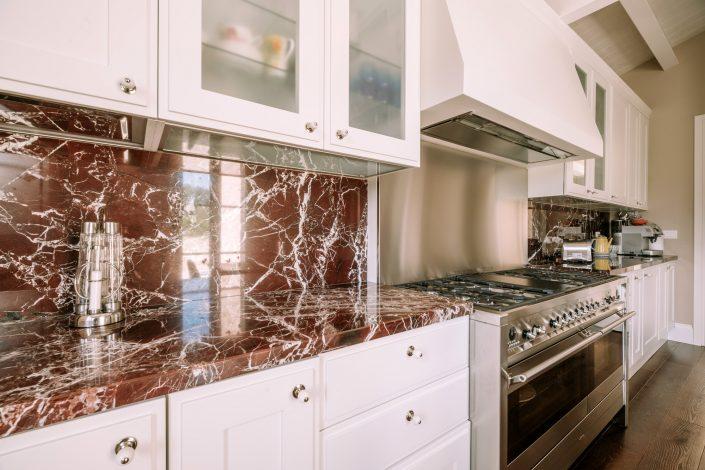 rivestimento cucina marmo rosso levanto