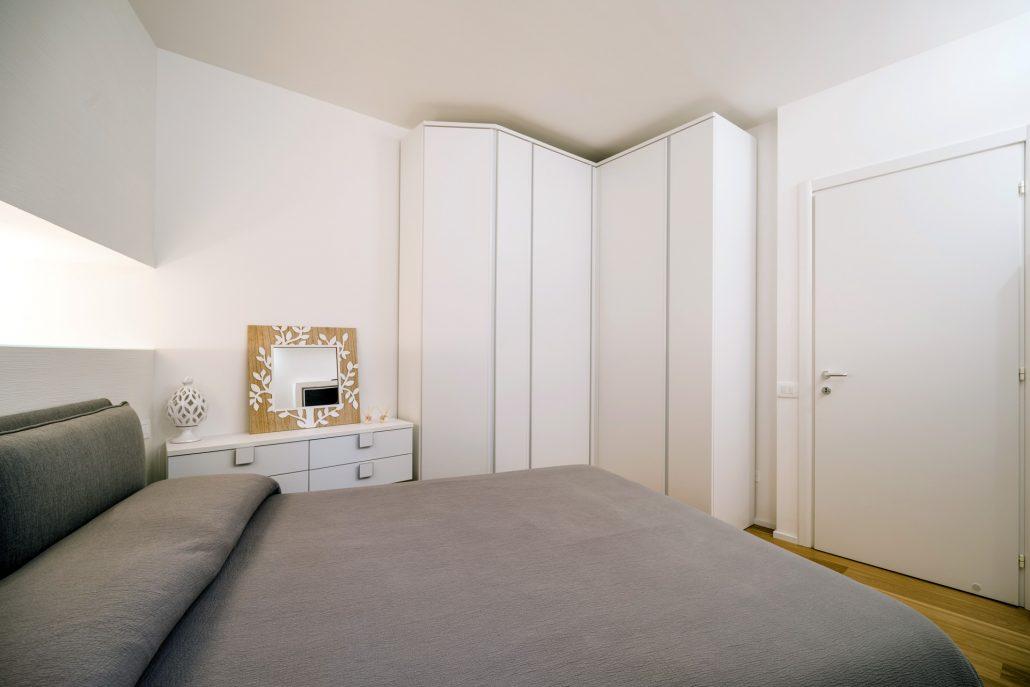 armadio ad angolo camera da letto