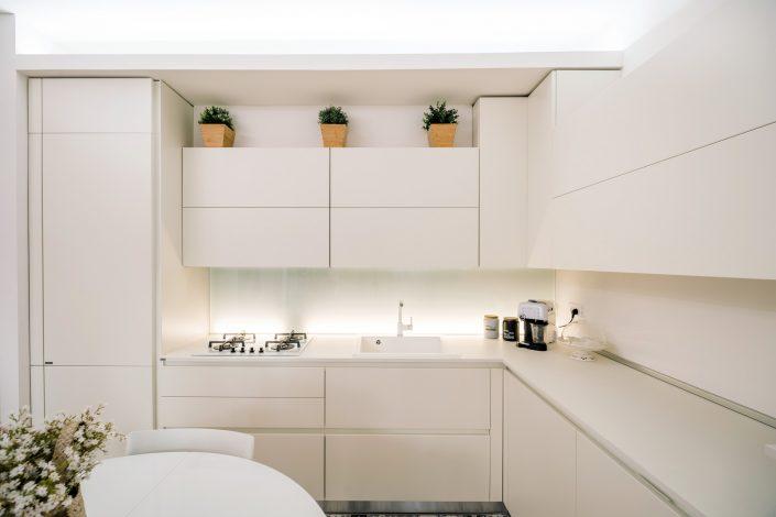 cucina angolare bianca
