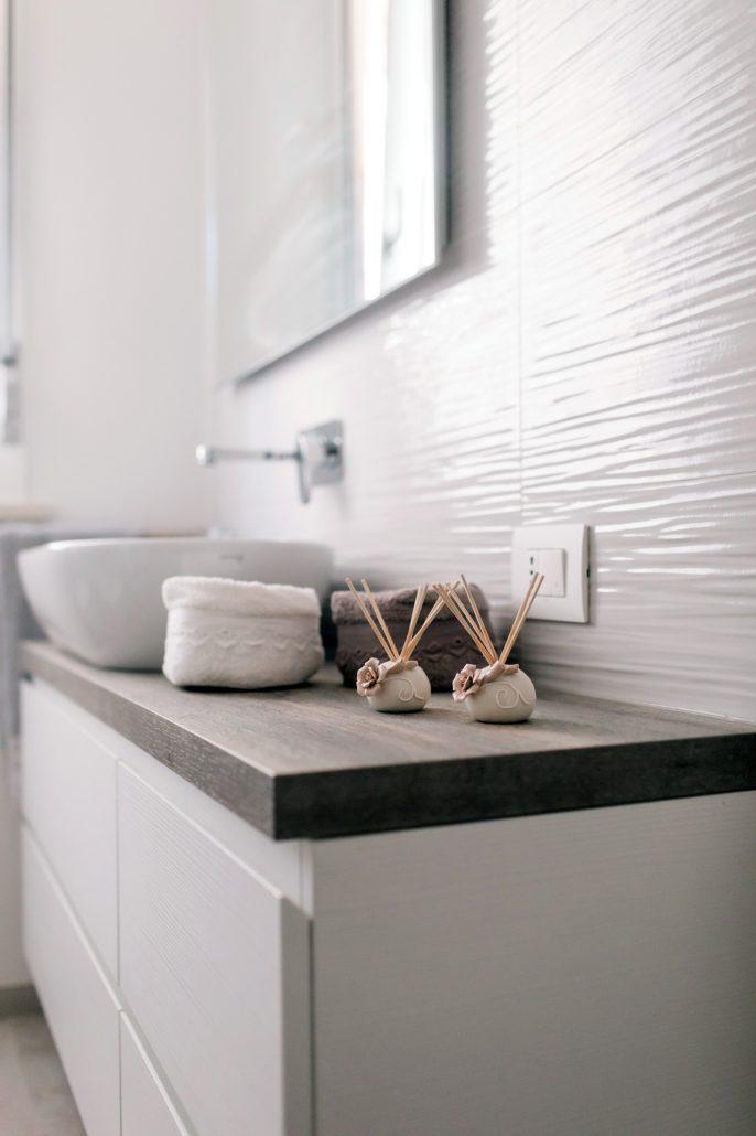 oggetti decorativi bagno moderno