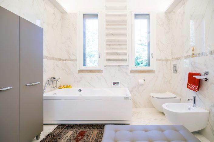 pavimento e pareti marmo bagno