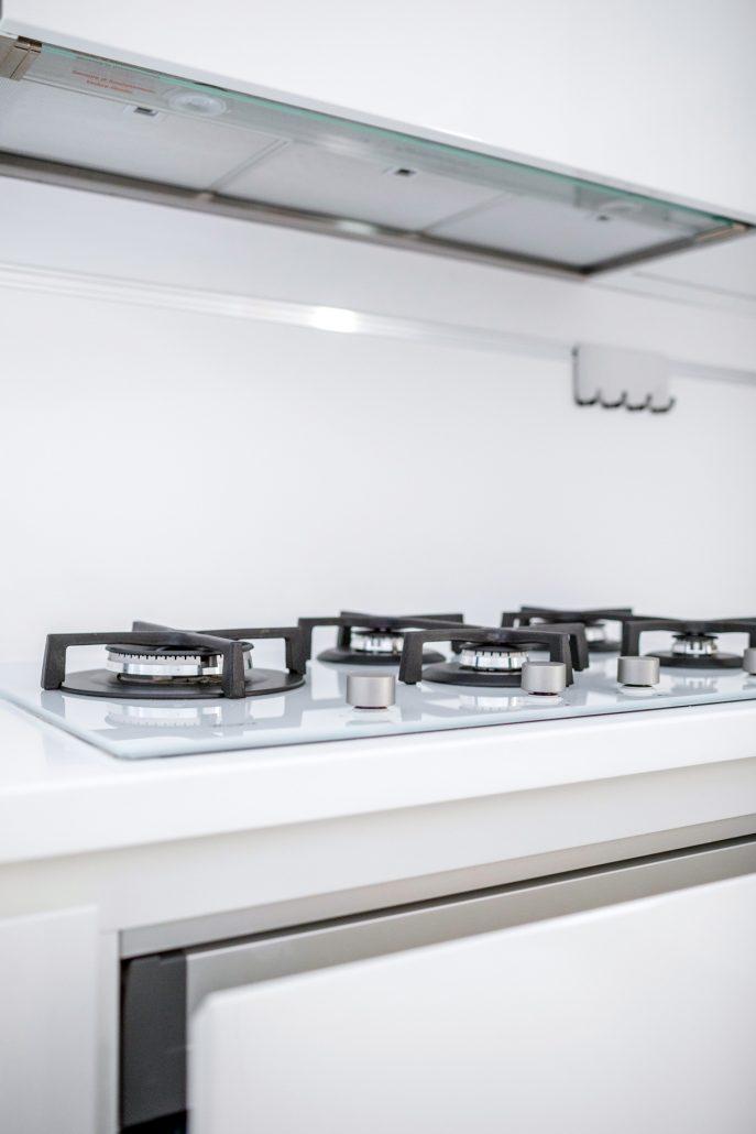 piano cottura vetroceramica bianco