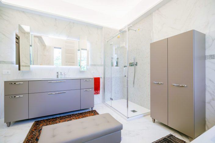 arredamento bagno pareti marmo