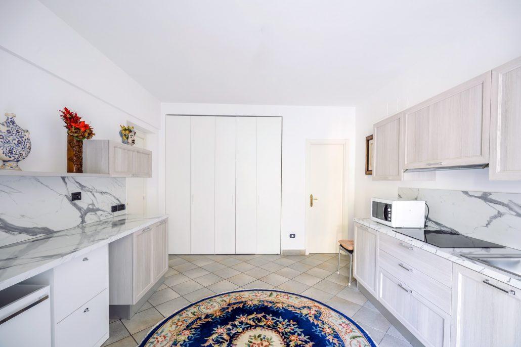 arredo cucina su due pareti