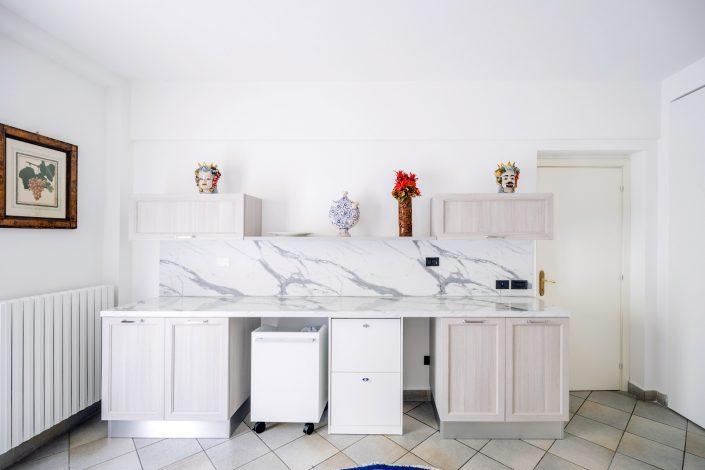 disposizione mobili cucina ampia