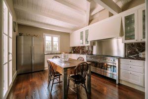 cucina classica a casa di Francesca e Francesco