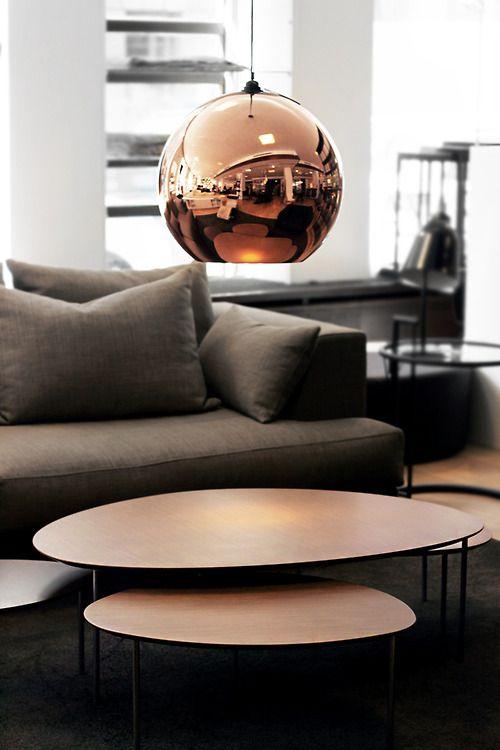 lampada in rame in salotto