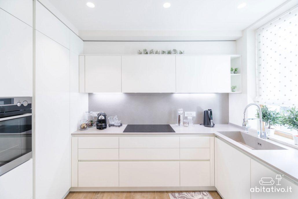 cucina su tre pareti total white