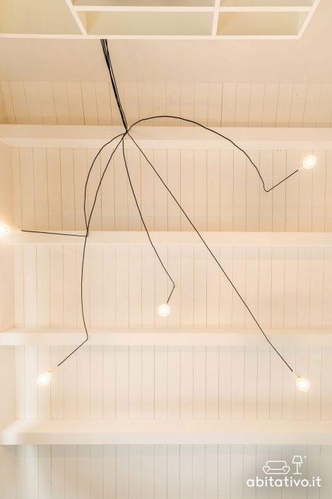 lampadario a sospensione con fili a vista