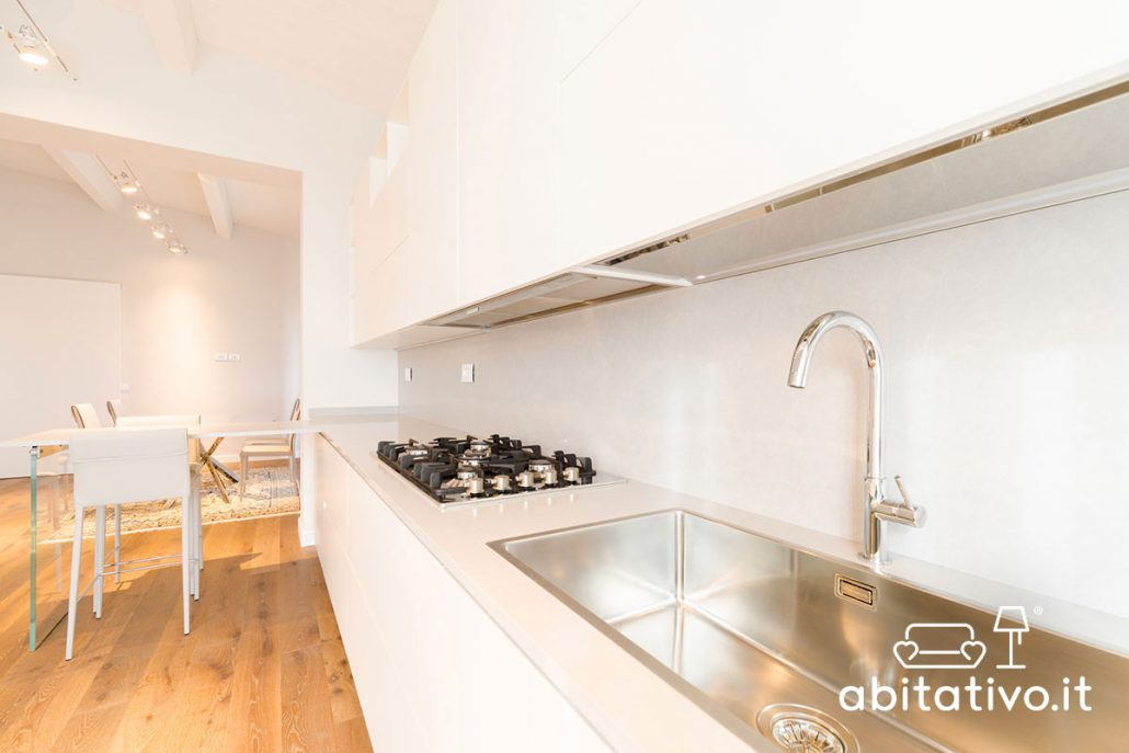 cucina lineare bianco lucido