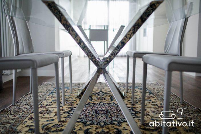 tavolo design gambe incrociate